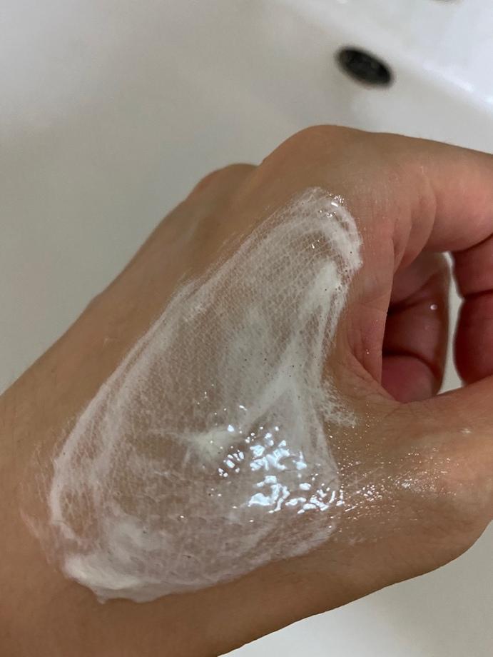 彤人秘润保湿洁面泡沫